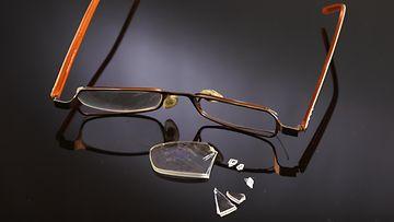 AOP Väkivalta pahoinpitely silmälasit vanhus 1.03479859