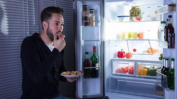 mies jääkaappi napostelu