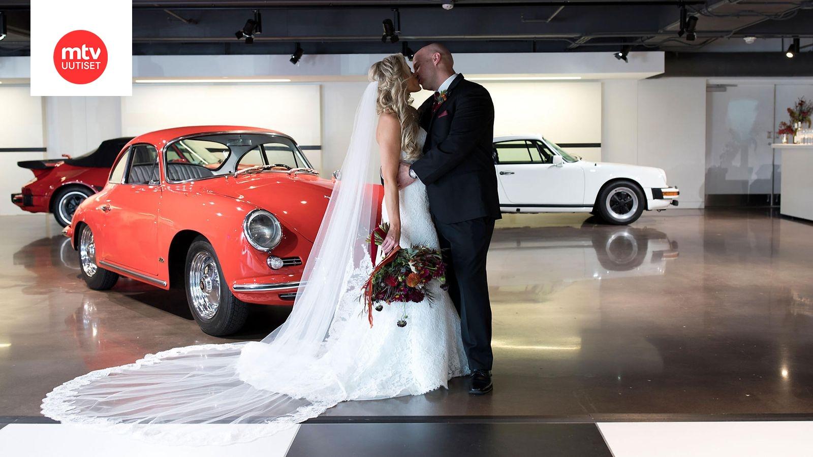 Porsche Experience Center >> Samantha Ja John Saivat Toisensa Porschen Takapenkilla