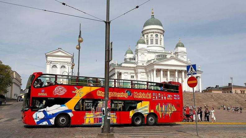 Helsinki turismi turistit Tuomiokirkko AOP