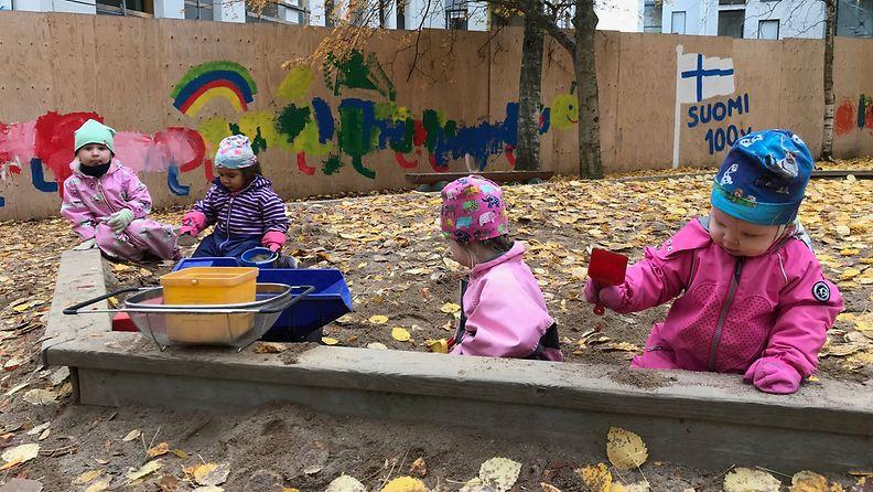Lapset päiväkodissa