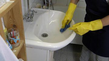 AOP, siivous, siivooja, rätti, pesu, kylpyhuone