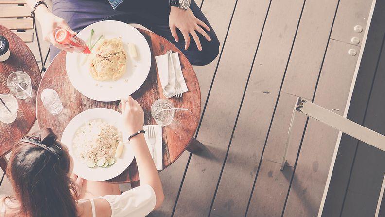 ateria, treffit, ystävät