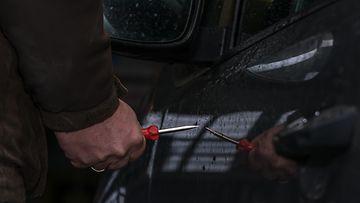 auto naarmuttaminen ilkivalta