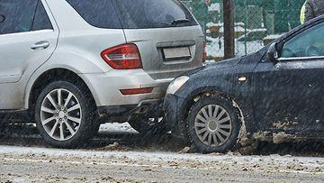 autokolari talvi