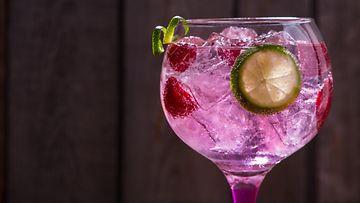 vaaleanpunainen gin tonic