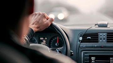 ajoasento ajaja kuljettaja autoilija ratti
