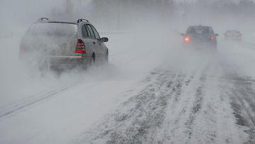 AOP auto henkilöauto lumi lunta talvi ajokeli 7.04955682