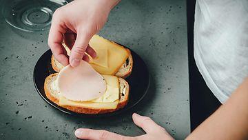 voileipä makkara juusto