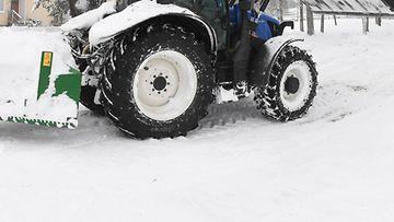 AOP traktori maatila maatalous talvi lumi