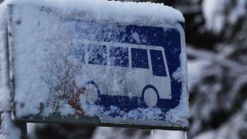 AOP, bussipysäkki, bussi, lumi, pakkanen, talvi