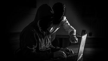 AOP Hakkeri hakkerointi tietomurto tietoturva 1.03738937