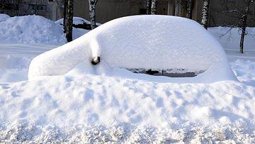lumi hautasi auton