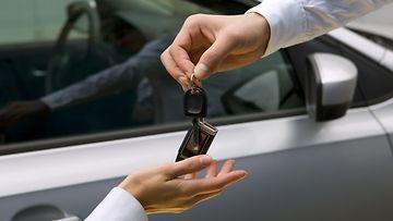 autokauppa auton ostaminen