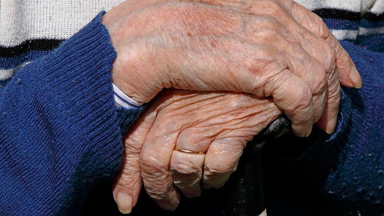 AOP vanhus kädet