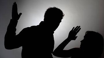väkivalta perheväkivalta kuvitus AOP (1)