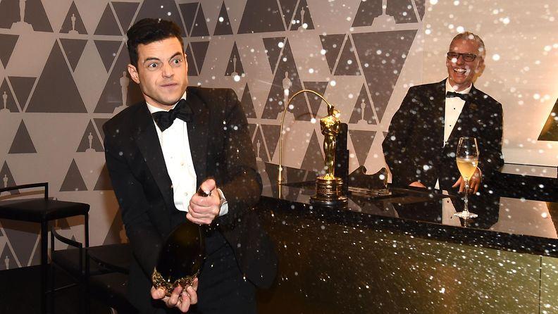 Rami Malek ruiskutteli samppanjaa Oscar-gaala 25.2.2019 3