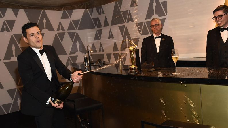 Rami Malek ruiskutteli samppanjaa Oscar-gaala 25.2.2019 5