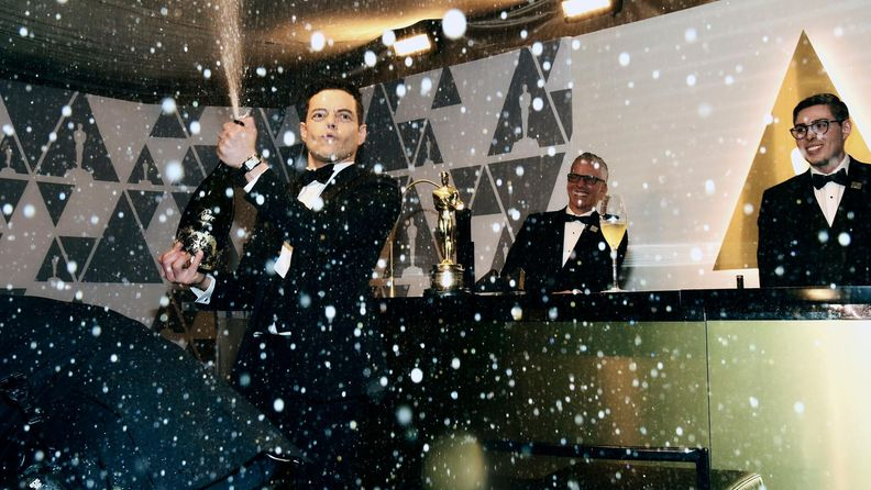 Rami Malek ruiskutteli samppanjaa Oscar-gaala 25.2.2019 7