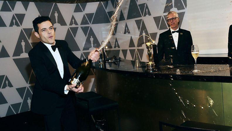 Rami Malek ruiskutteli samppanjaa Oscar-gaala 25.2.2019 8