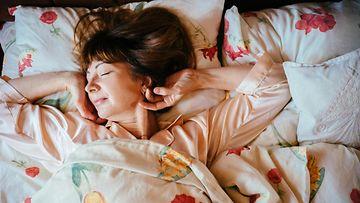 Nukkuva äiti poika seksi putki