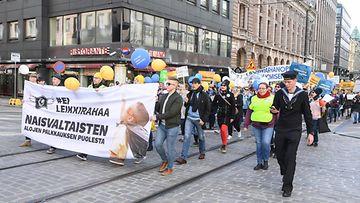 AOP Ei leikkirahaa mielenosoitus Helsinki 21.4.2018