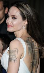 angelina jolie tattoo (1)