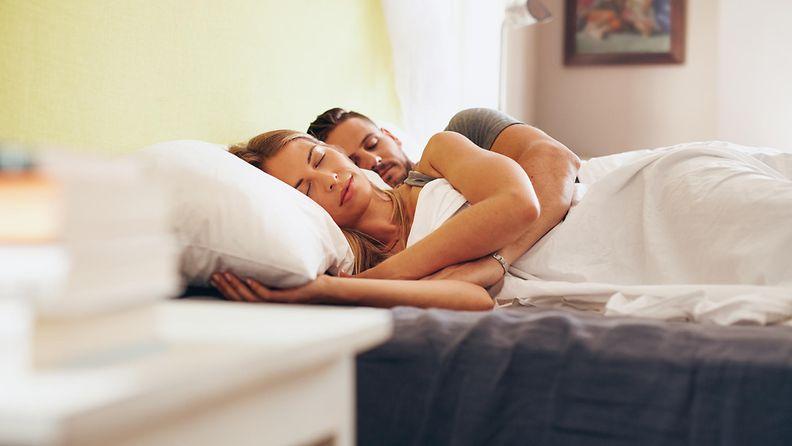 sänky, pariskunta