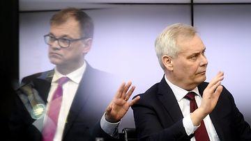 SDP:n puheenjohtaja Antti Rinne (oik.) ja Keskustan puheenjohtaja Juha Sipilän Helsingin Sanomien vaalitentissä