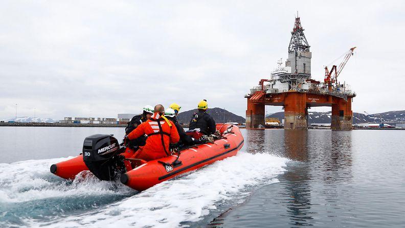 Greenpeace nousi West Hercules -öljynporauslautalle Rypefjord 29.4.2019 1