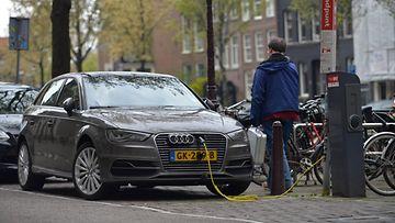amsterdam sähköauto hybridi