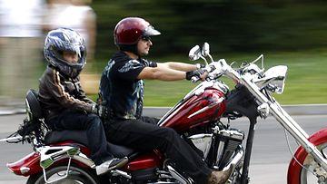 lapsi moottoripyörä