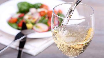 viini salaatti valkoviini
