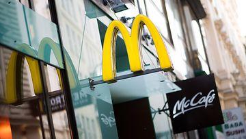 McDonald's-ravintolaketjun kyltti Viennassa, Itävallassa.