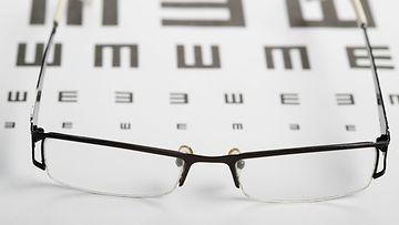silmälasit likinäkö kuvitus AOP