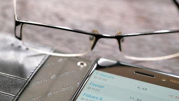 silmälasit likinäkö kuvitus AOP 2