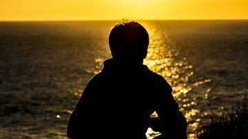 teinipoika, varjokuva, auringonlasku