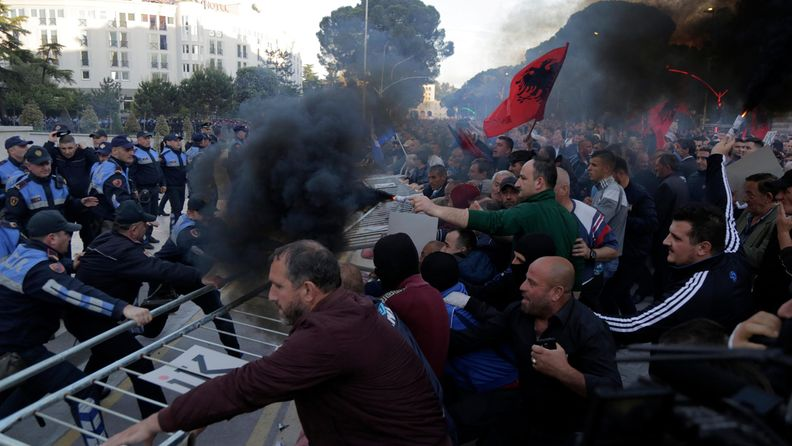 AOP Albania protestit