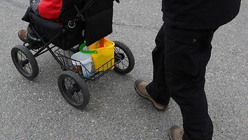 AOP vanhemmuus rattaat lapsi kuvitus
