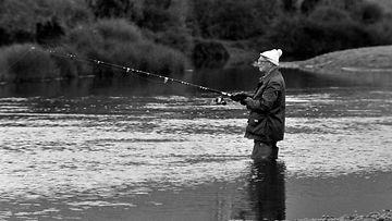 Kekkonen kalastaa