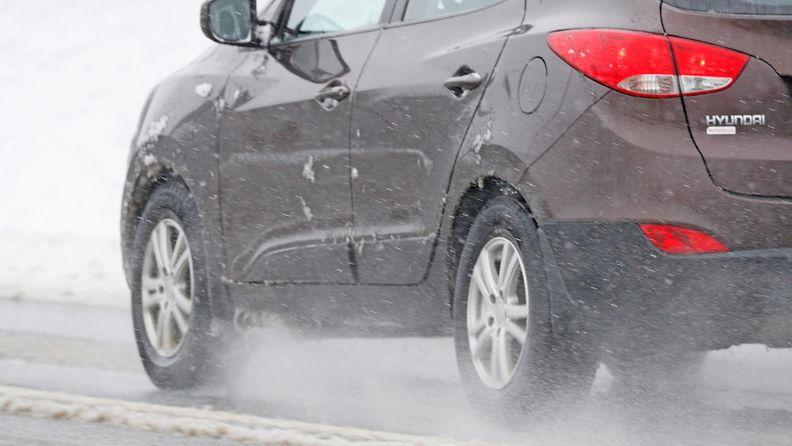 AOP räntä ajokeli auto lumi tie