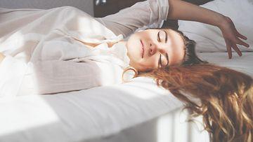 nainen, sänky, onnellinen