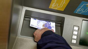 AOP pankkiautomaatti maksuvälinepetos käteinen 7.04651285
