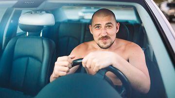 ilman vaatteita ajaminen