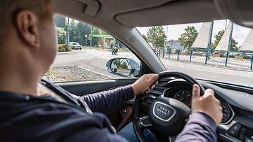 liikenne autoilija liikenneympyrä