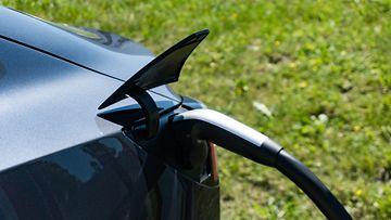 tesla lataus sähköauto
