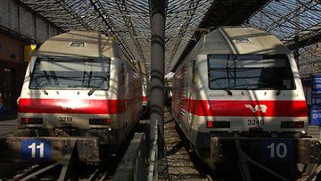 AOP, VR, rautatieasema, helsinki, juna, junat, junaliikenne