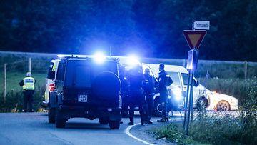 Kuva epäiltyjen Porvoon ampujen kiinniottopaikalta läheltä Hämeenkyröä