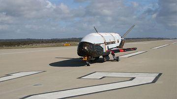 X-37B -kone (AOP)