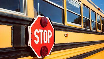 koulubussi bussi  stop-merkki